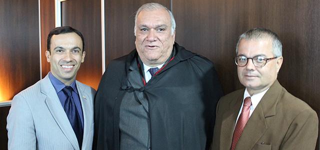 Roberto Mendes Filho representa APE/AL em posse do vice-presidente do TRE/AL
