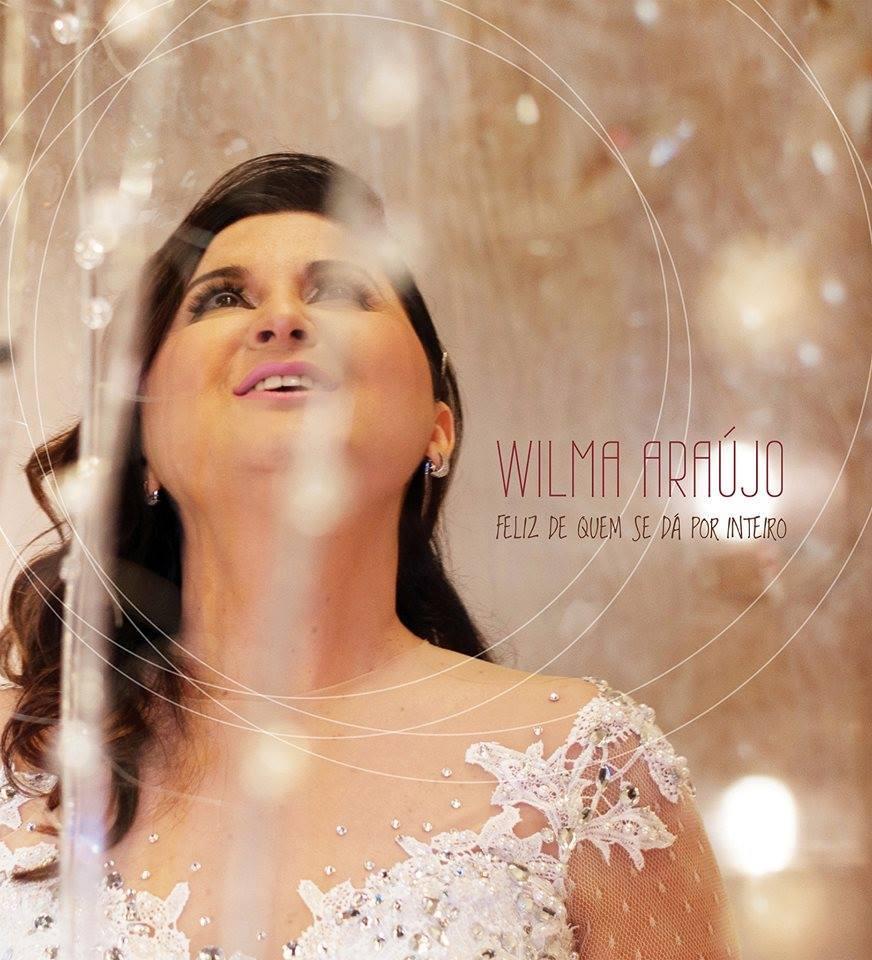 Wilma Araújo contempla o samba em Feliz de Quem se Dá Por Inteiro