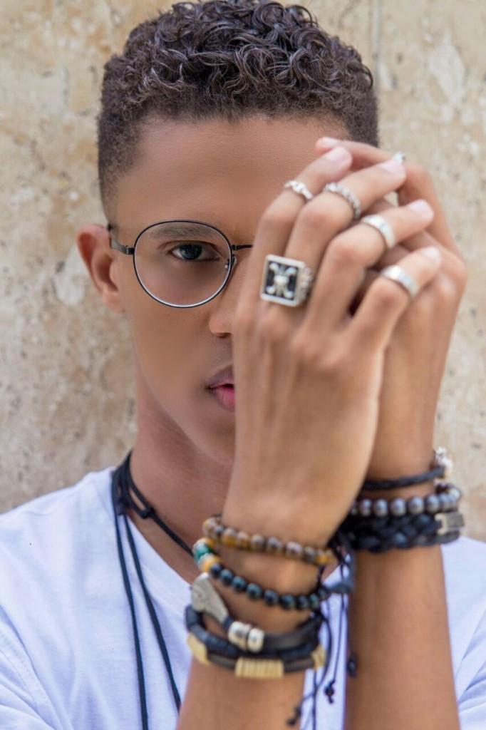 Instablogger Wilson Smith lança pocket collection para Gabriela Fantin Acessórios