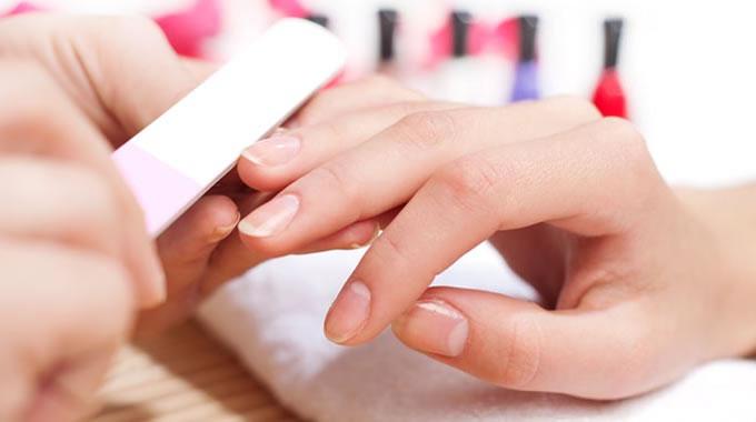 Saiba como evitar a contaminação de vírus na manicure