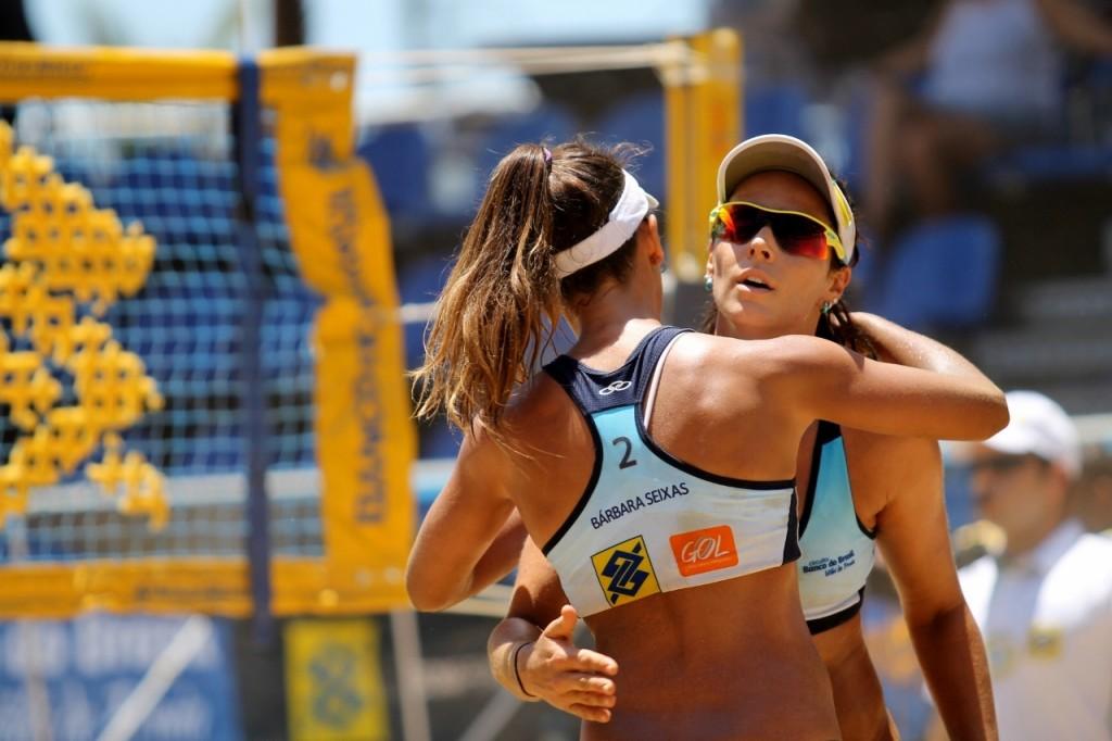 Circuito Brasileiro de Vôlei de Praia promove tarde de autógrafos na Pitágoras