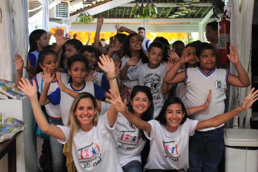 Divina Gula oferece almoço para 130 crianças da rede pública