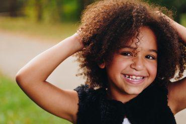 10 dicas para mães e pais de crianças com cabelos cacheados